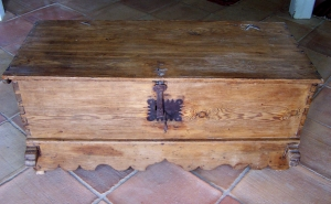 Image of Spanish Baltic Pine coffer 19th Century