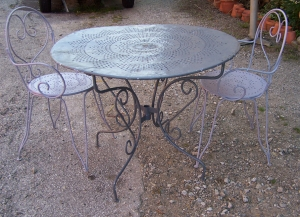Image of French metal cafe table & 2 chairs